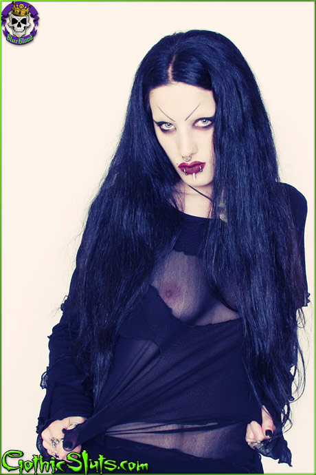 gothic sluts fetus de milo
