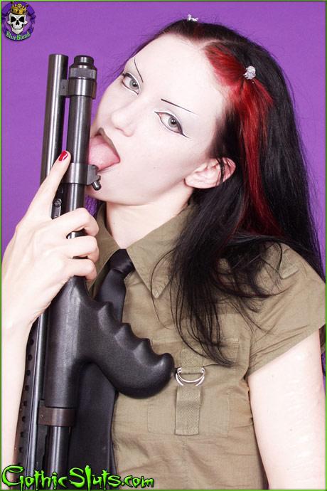 gothicsluts scar gun lick